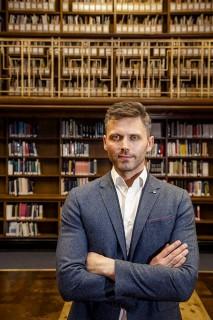 Dr James Logan